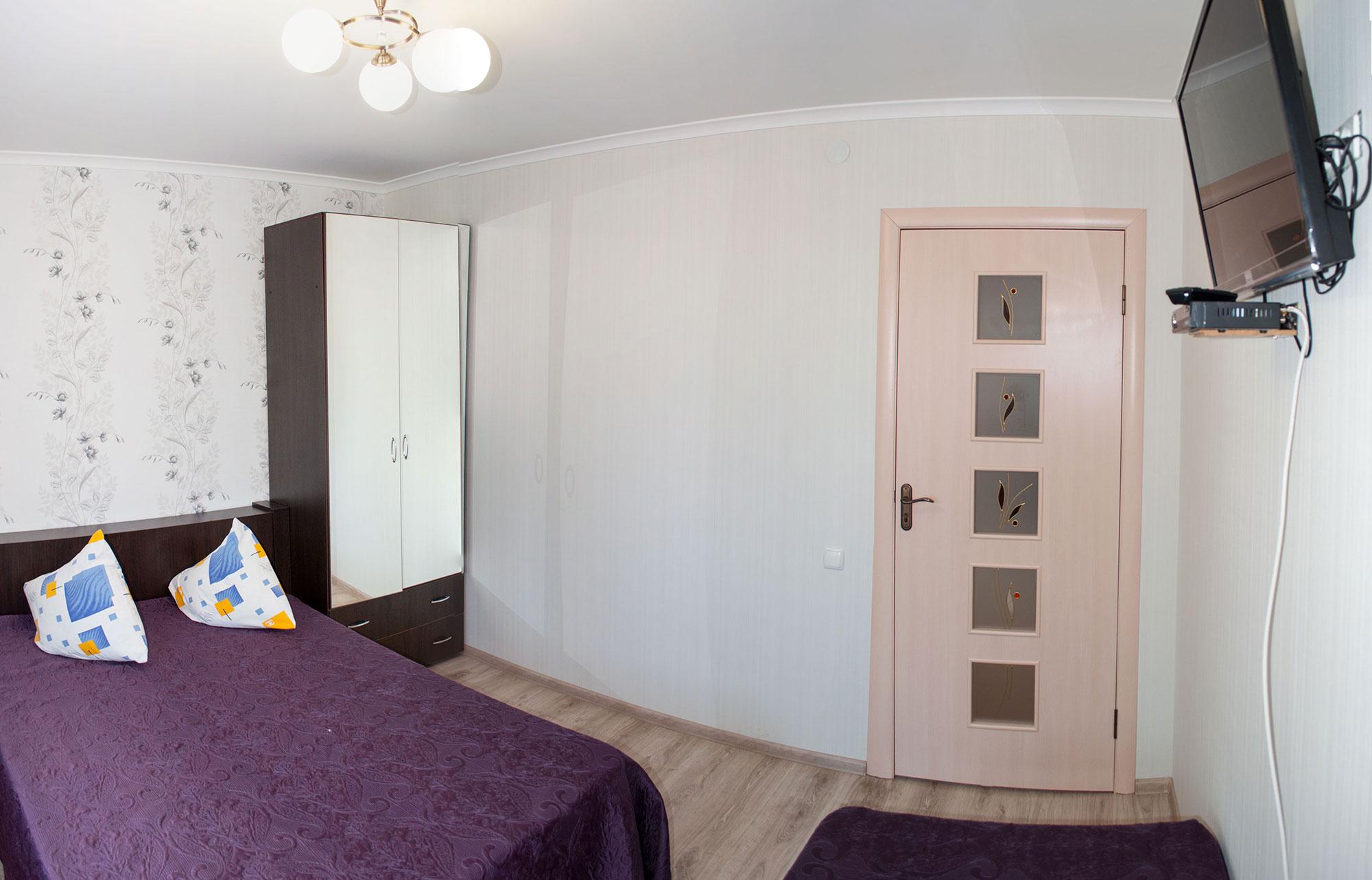 Трехместный номер Комфорт в гостинице Песчаное Летом