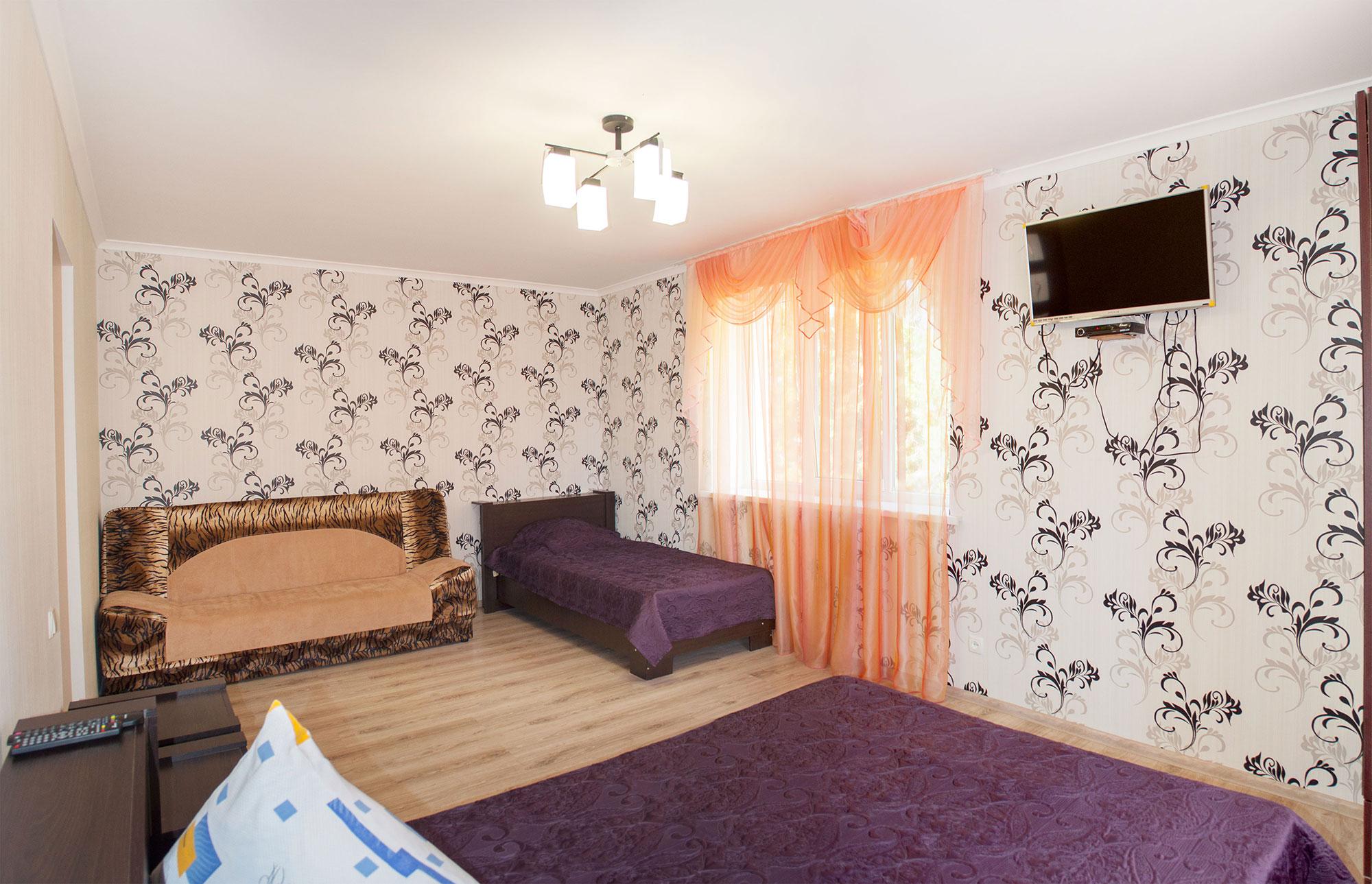 Четырехместный номер Комфорт в гостинице Песчаное Летом