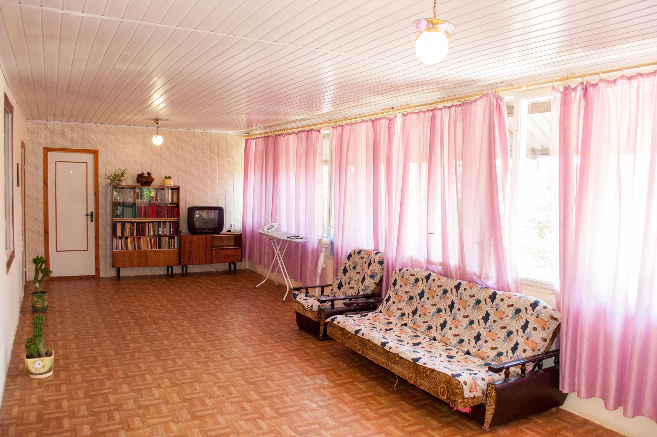 Холл в гостинице Песчаное Летом