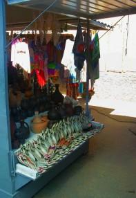Сувенирная лавка на рынке в Песчаном